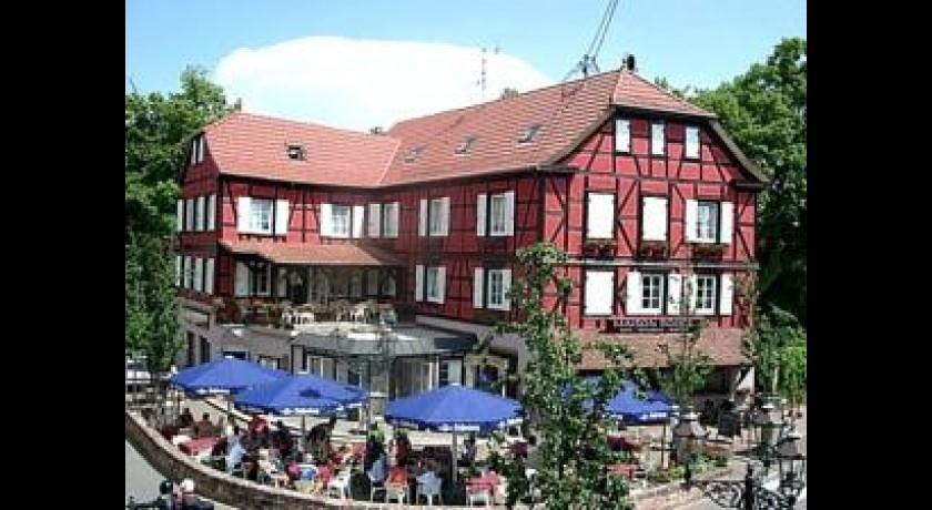 A la maison rouge hotel restaurant pub barr for A la maison bistro