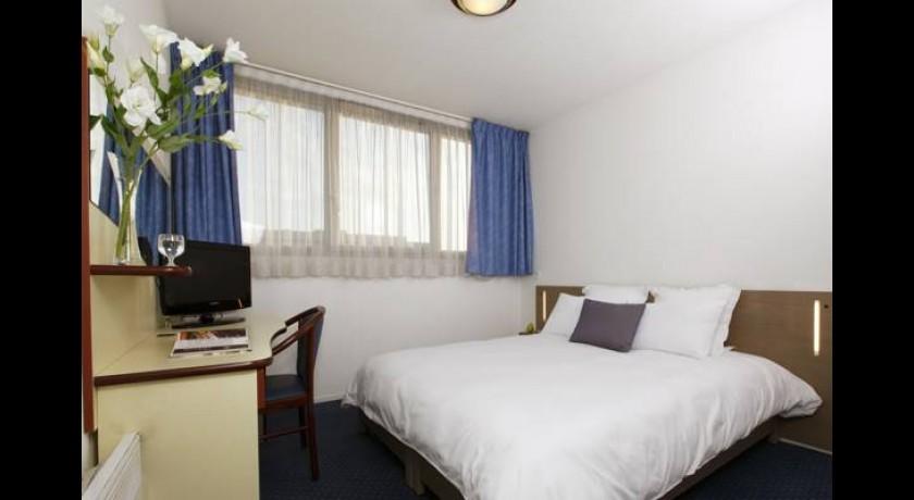 brit hotel le cottage arnage. Black Bedroom Furniture Sets. Home Design Ideas