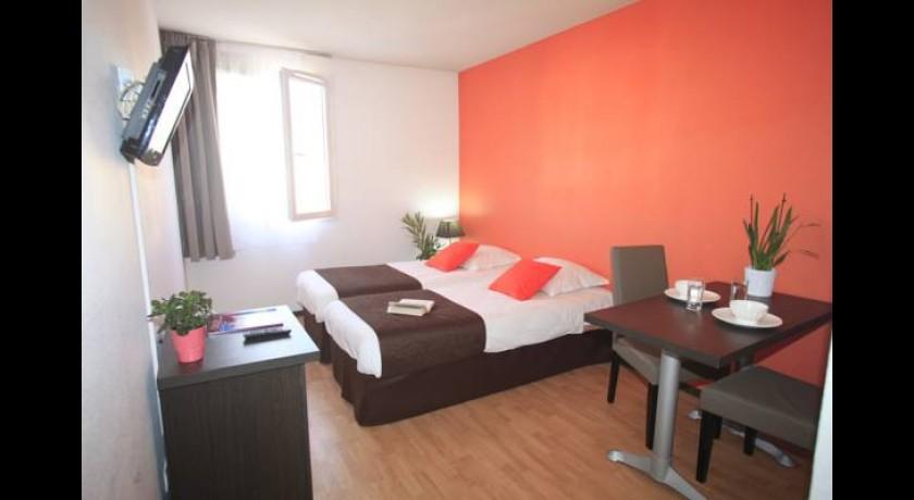 Hotel le relais sainte victoire aix en provence for Appart hotel fuveau