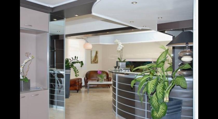 hotel ibis styles beaulieu sur mer beaulieu sur mer. Black Bedroom Furniture Sets. Home Design Ideas