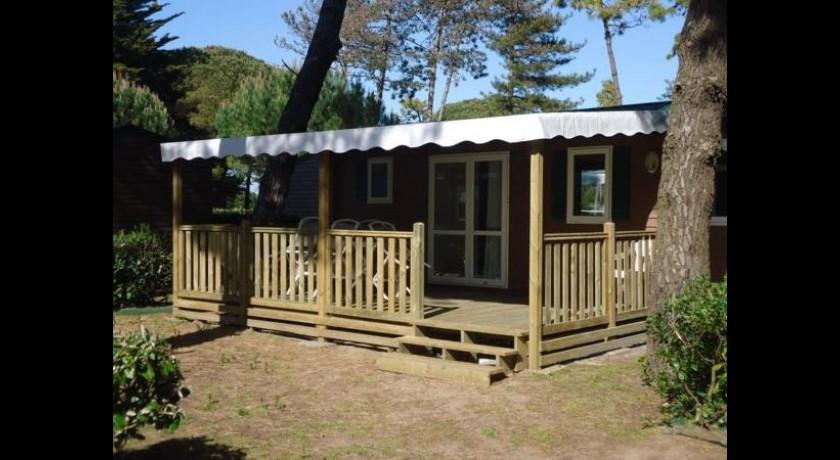 Hotel Domaine Résidentiel De Plein air Les Tamarins Le bois plage en ré # Hotel Le Bois Plage En Ré