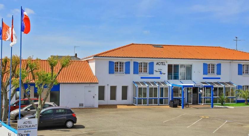 Hotel entre terre et mer beauvoir sur mer for Piscine beauvoir sur mer