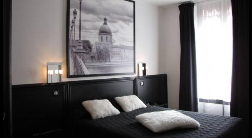 hotel wilson square toulouse. Black Bedroom Furniture Sets. Home Design Ideas