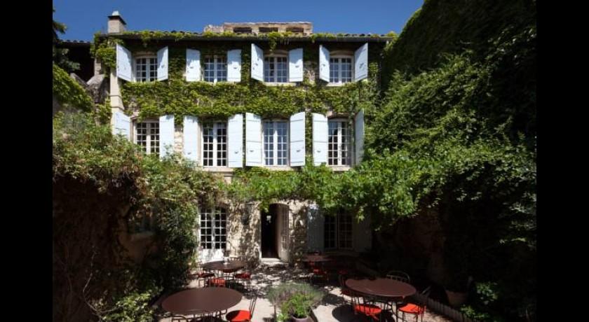 H tel restaurant la magnaneraie villeneuve l s avignon for Entretien jardin villeneuve les avignon