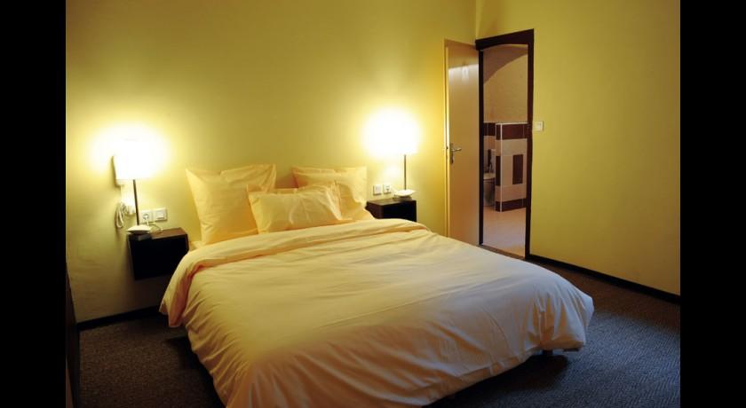 hotel le saloon sainte radegonde. Black Bedroom Furniture Sets. Home Design Ideas
