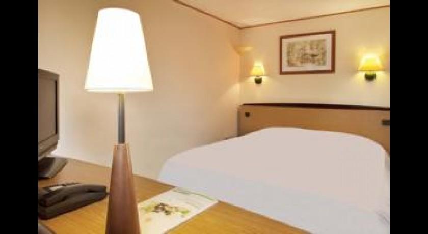 hotel premiere classe cuincy. Black Bedroom Furniture Sets. Home Design Ideas