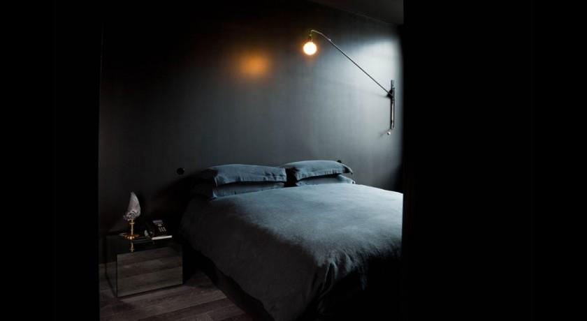 h tel la maison champs elysees paris. Black Bedroom Furniture Sets. Home Design Ideas