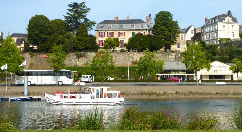 Hotel l 39 etoile ch teau gontier for Jardin ouvrier 78