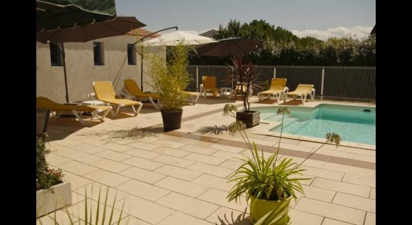 hotel le square saint pierre d 39 ol ron. Black Bedroom Furniture Sets. Home Design Ideas