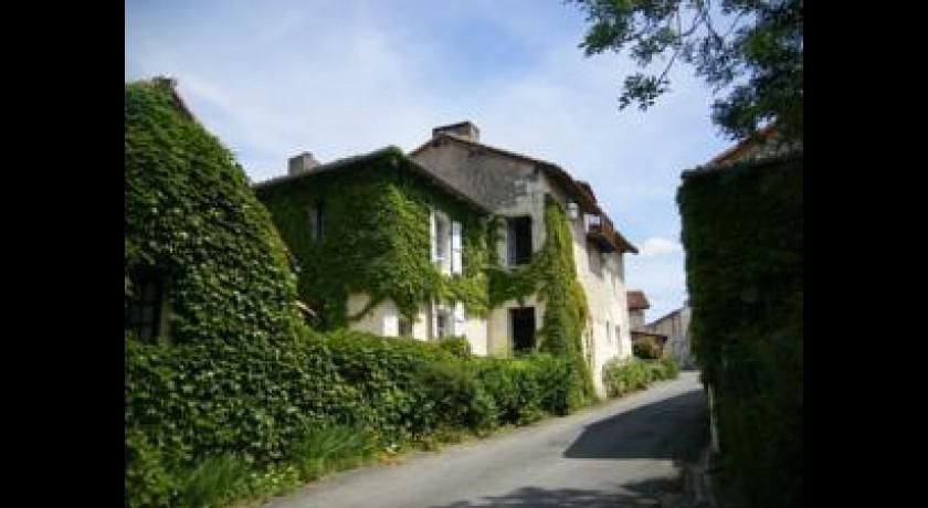 Hotel hostellerie du perigord aubeterre sur dronne - Petit jardin hotel san juan saint paul ...