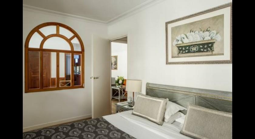 h tel royal garden champs elys es paris. Black Bedroom Furniture Sets. Home Design Ideas