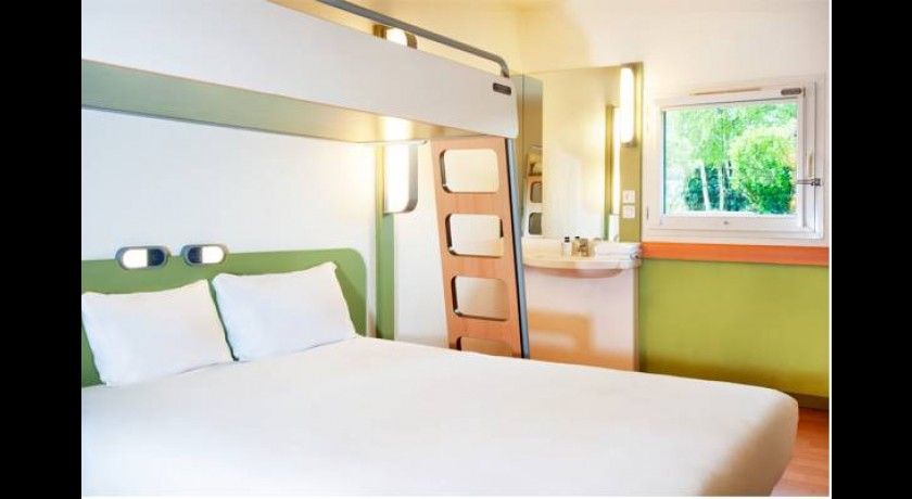 Astre hotel petite for t for Hotel petit budget