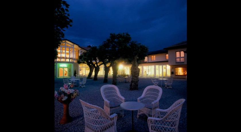 Hotel Logis Thermal  Saubusse