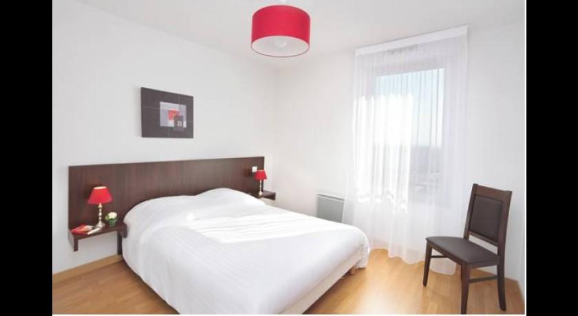Hotel les ecuries de la tour mondonville for Hotel park et suite