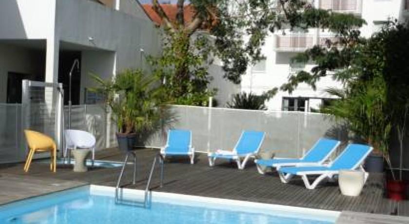 Hotel le dauphin saint nazaire for Hotel park et suite