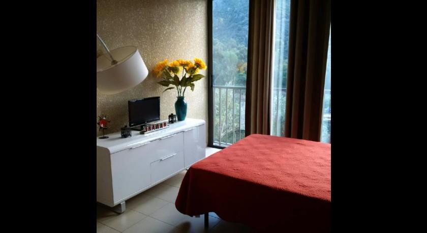 hotel cyrnee porto. Black Bedroom Furniture Sets. Home Design Ideas