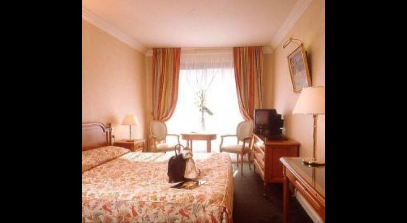 hotel cannes. Black Bedroom Furniture Sets. Home Design Ideas