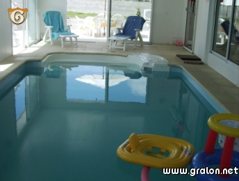 Photo piscine int rieure chauff e chambres d 39 hotes ou for Chambre piscine