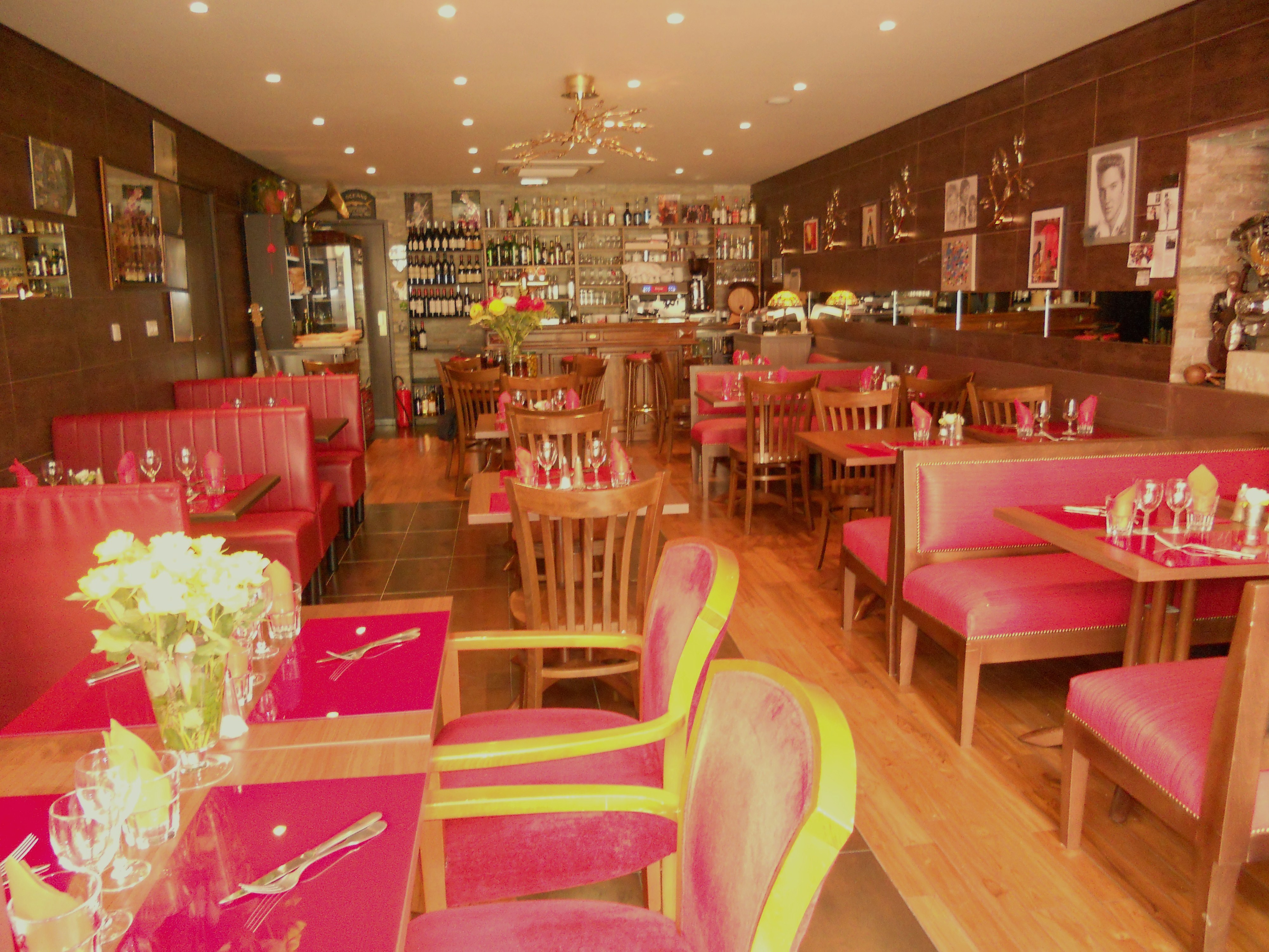 Restaurant entr e des artistes mougins for Le jardin mougins restaurant