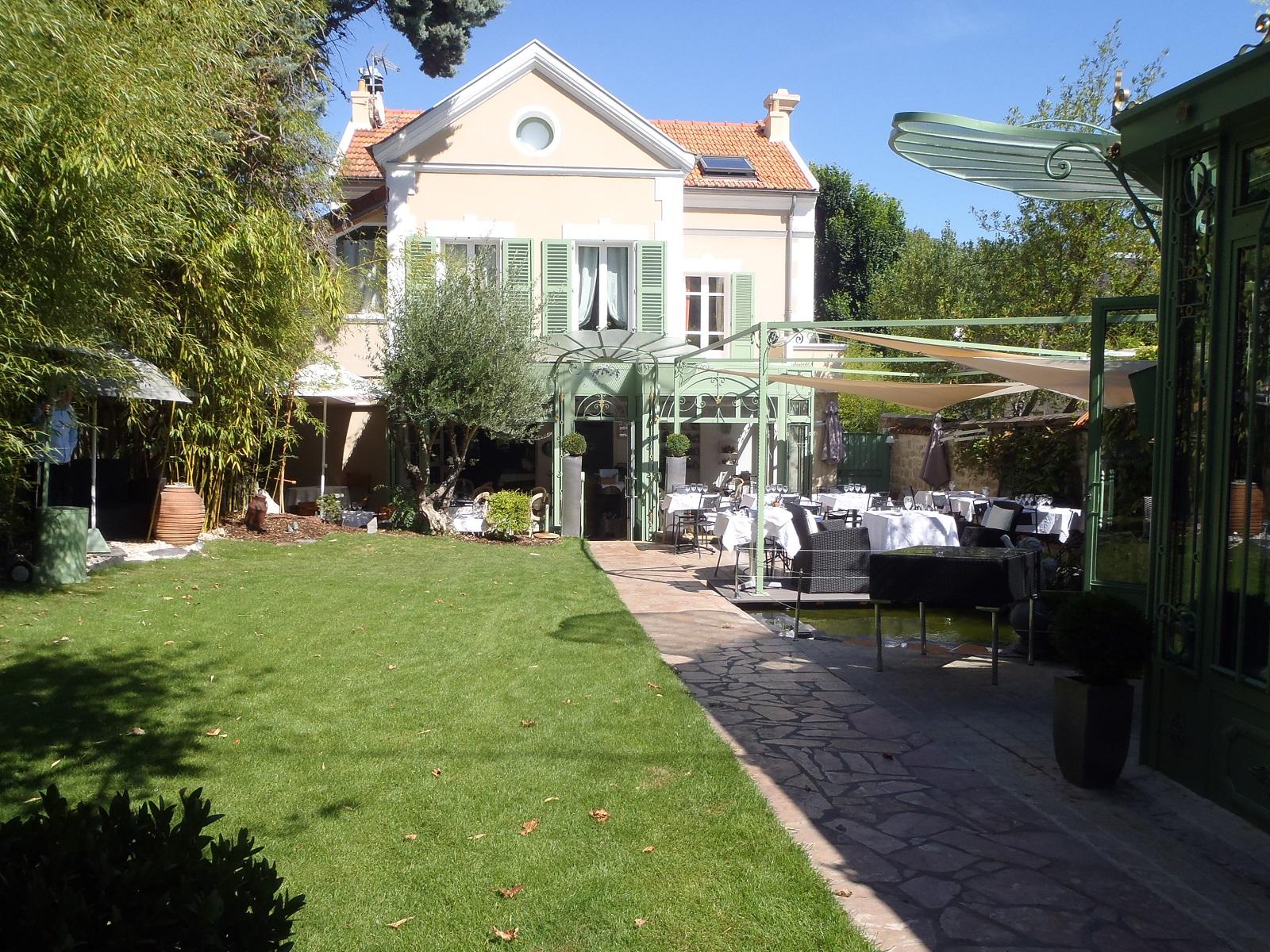 Restaurant fran ais la jument verte rueil malmaison for Entretien jardin rueil malmaison