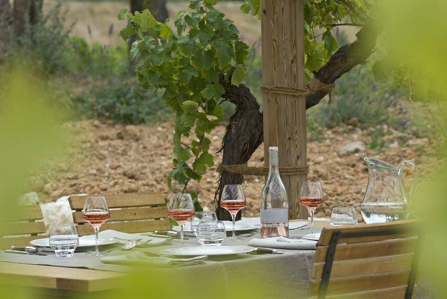 Restaurant La Coquillade - Le Bistrot Et Son Jardin Dans Les ...