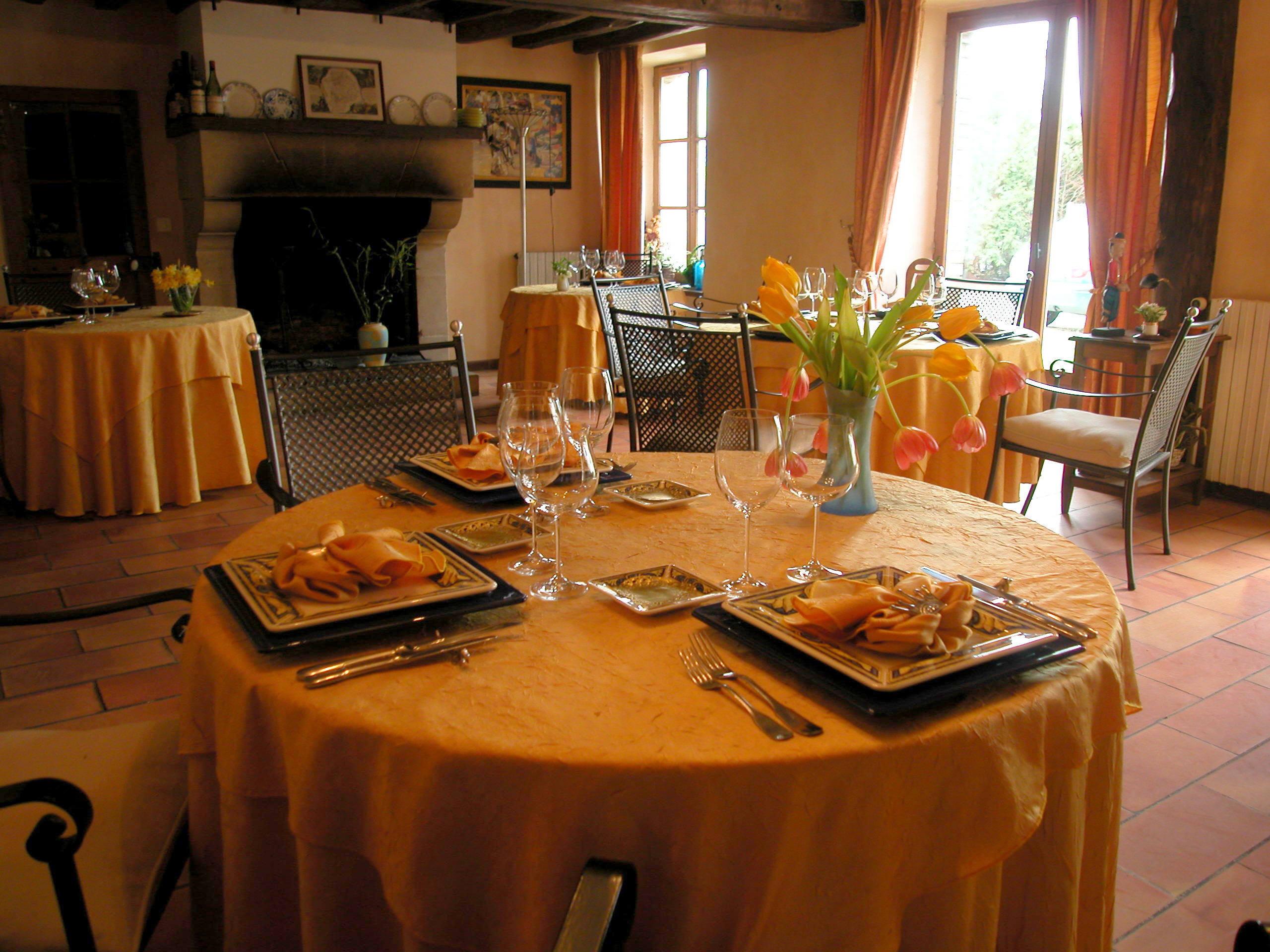 Restaurant restaurant 39 le montr al 39 saint germain les belles for Equipement restaurant laval