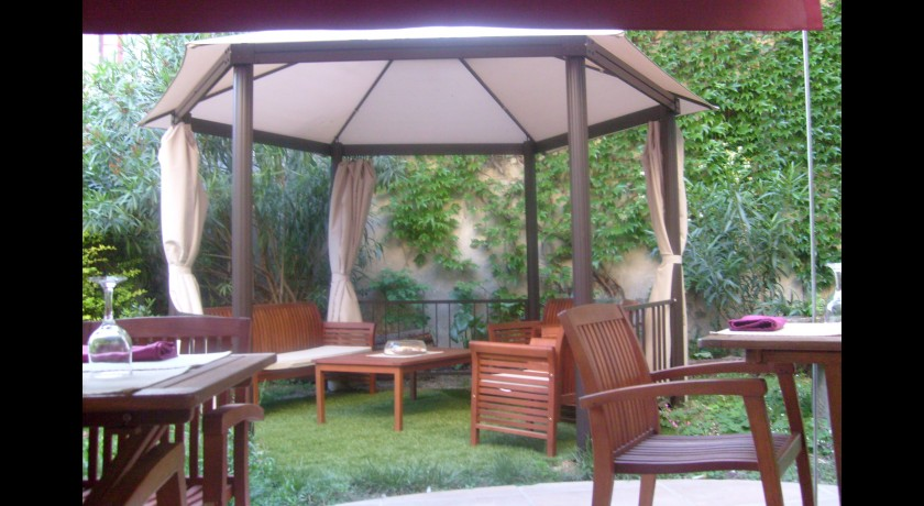 Restaurant au jardin de tienou pierrelatte restaurant for Resto au jardin