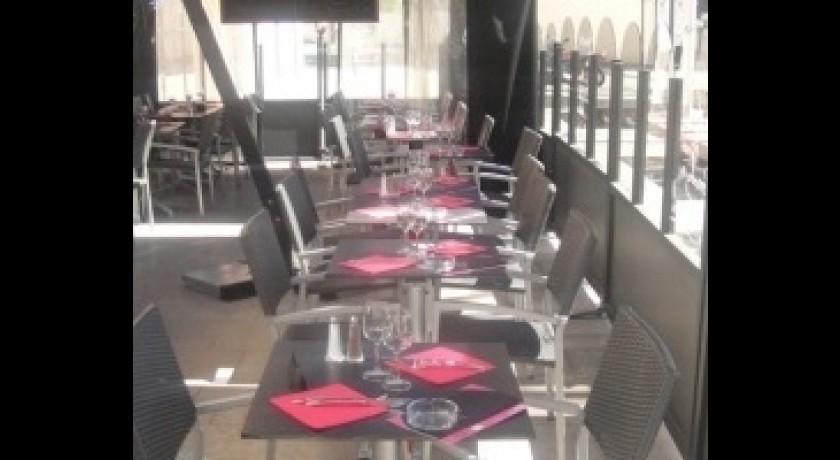 restaurant au living massy. Black Bedroom Furniture Sets. Home Design Ideas