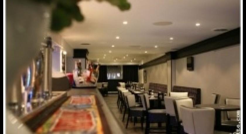 restaurant le square de saint germain saint germain en laye. Black Bedroom Furniture Sets. Home Design Ideas