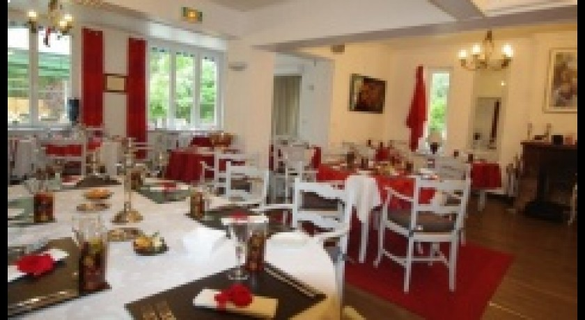 Restaurant auberge du buissonnet choisy au bac for Auberge du pin rouge
