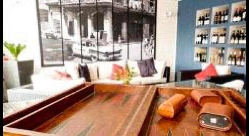 restaurant fran ais enfaim chilly mazarin. Black Bedroom Furniture Sets. Home Design Ideas