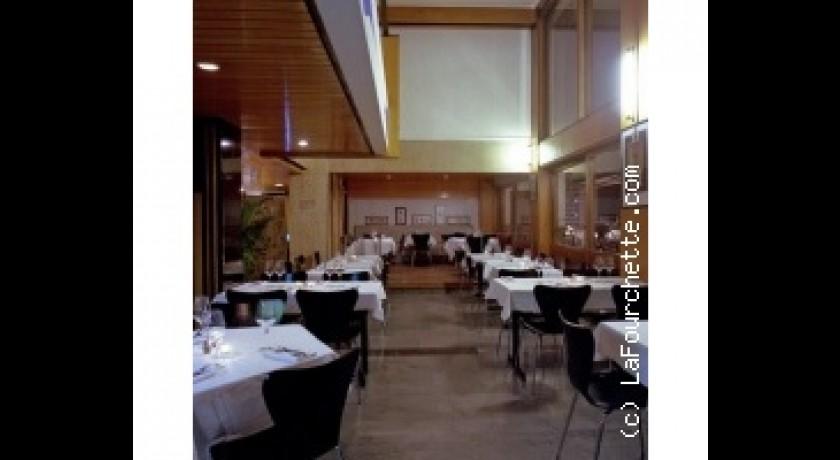 restaurant le ventre de l 39 architecte h tel le corbusier. Black Bedroom Furniture Sets. Home Design Ideas