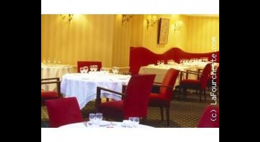 restaurant la table des mar chaux h tel napol on fontainebleau. Black Bedroom Furniture Sets. Home Design Ideas