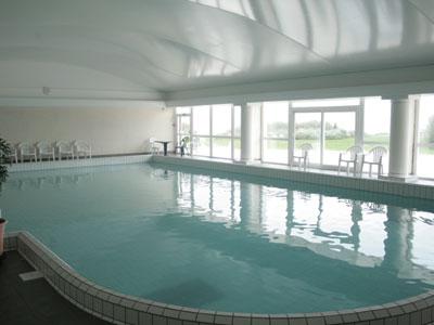 Thalasso soins bien tre et beaut h tel atalante ile de r for Hotel design piscine ile de france