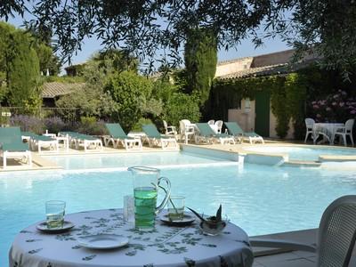 S jour d tente et spa l 39 auberge de cassagne avignon avignon for Salon piscine avignon 2017
