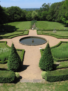 Ch teau et jardins de la chassaigne thiers - Jardin du clos des blancs manteaux ...