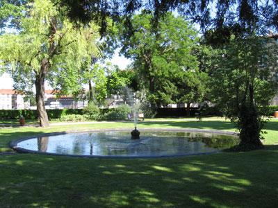 Jardin de la cour d 39 appel de riom riom for Tarif piscine riom