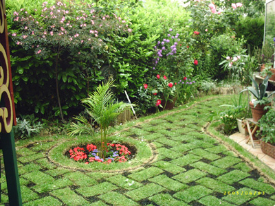 Petit jardin de ville grenoble photo for Petit portillon de jardin