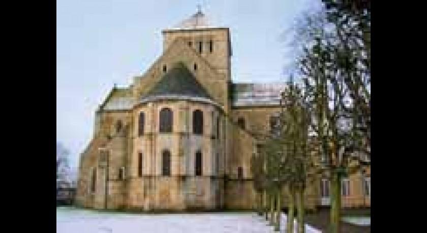 abbaye de lessay 50 L'abbaye sainte-trinité est un édifice catholique de la manche, situé à lessay.