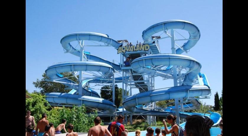 Aqualand parc de loisirs aquatiques saint cyr sur mer tourisme for Parc de loisir interieur