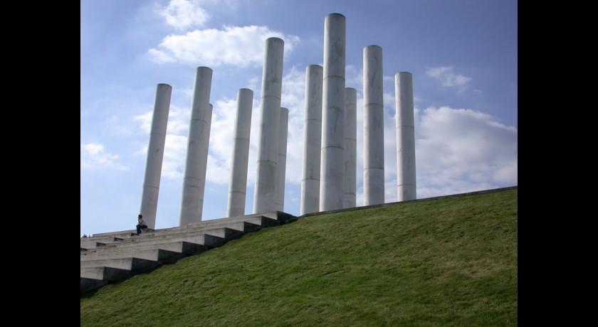 Axe majeur cergy tourisme monument contemporain - Horaire piscine axe majeur ...