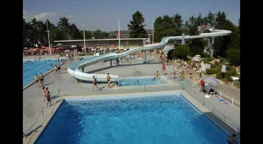 Sports et loisirs divonne les bains lieux touristiques for Piscine de divonne