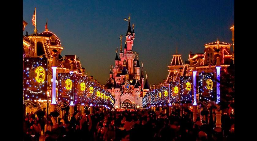 Disneyland resort paris chessy tourisme complexe de loisirs loisirs