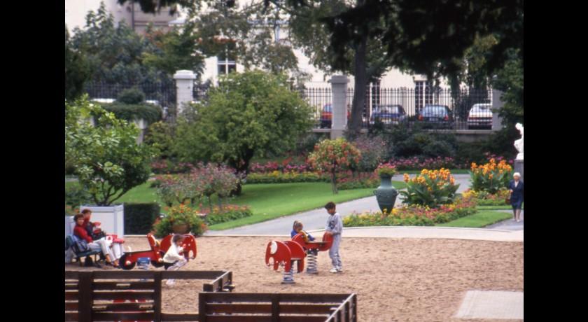 Chateau de pignerolle saint barthelemy d 39 anjou tourisme patrimoine et architecture - Jardin interieur du lac angers ...