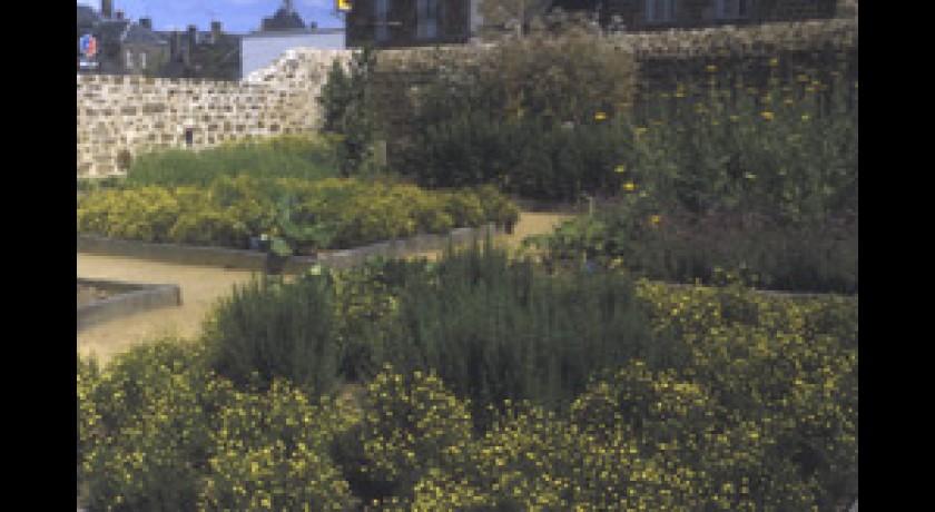 Jardin medieval lassay les chateaux tourisme parcs ou jardins for Jardin medieval