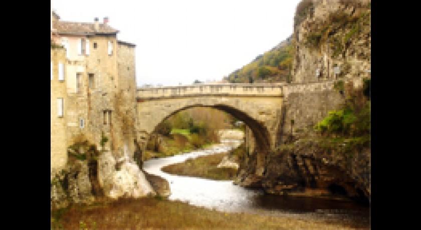 Le pont romain de vaison vaison la romaine tourisme site et monument - Office du tourisme de vaison la romaine ...