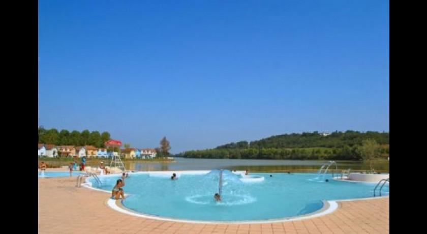Piscine ludique au bord du lac marciac tourisme for Piscine du lac tours