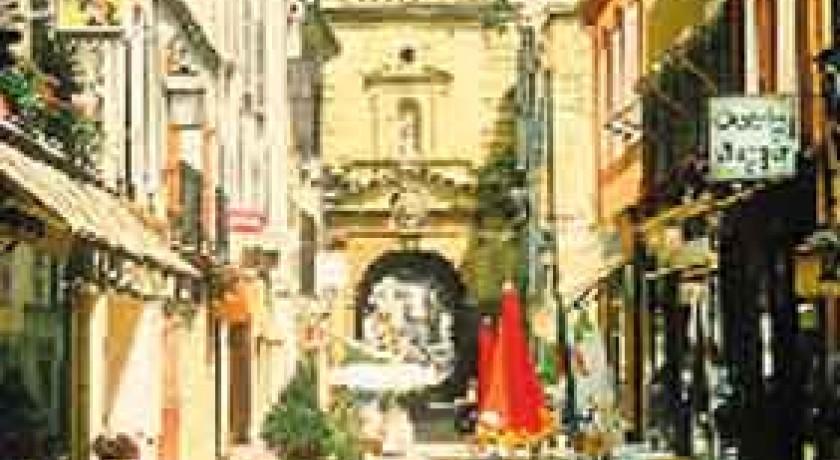 Fontaine moussue salon de provence tourisme fontaine for Porte de l horloge salon de provence